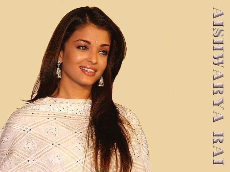 Aishwarya Rai Simple and Cool Look Wallpaper