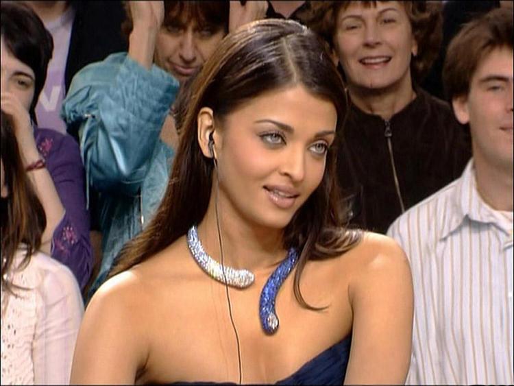 Aishwarya Rai Strapless Dress Hot Pic