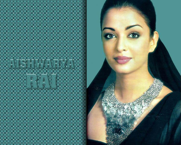Blue Eyed Beauty Aishwarya Rai Sizzling Wallpaper