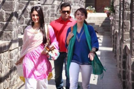 Salman Khan,Kareena Kapoor And Hazel Keech In Bodyguard