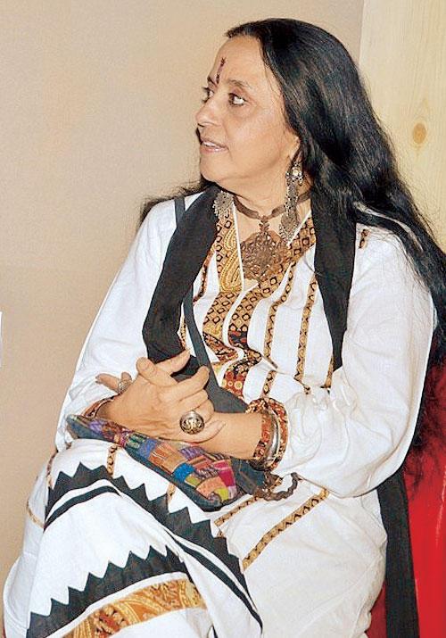 Singer Ila Arun Glamour Looks On