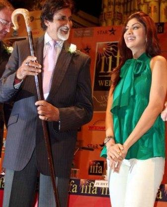 Amitabh and Shilpa Smiling Photo