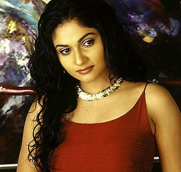Gracy Singh Cool and Beauty Look Wallpaper