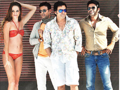 Bobby,Irfan and Sunil Promoting Movie Thank You at Madh Island