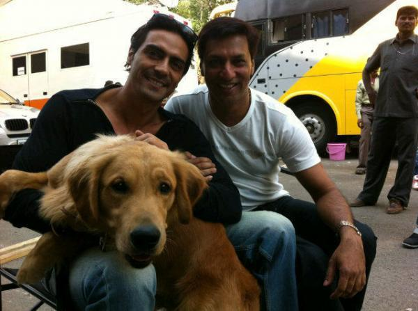 Arjun,Madhur With A Dog In Smiling Pics