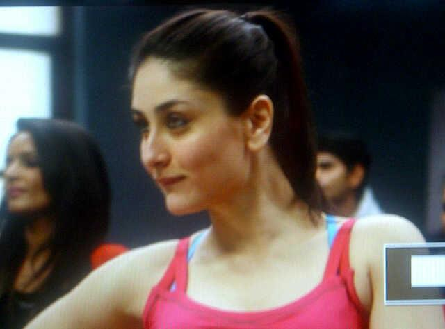 Kareena Dazzling Face Look On The Sets