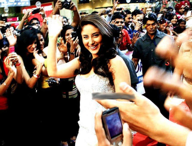 Smiling Kareena Kapoor With Her Fans