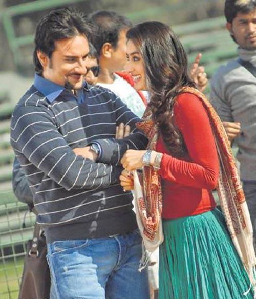 Saif Ali Khan With Kareena Kapoor In Kurbaan Smiling Stills