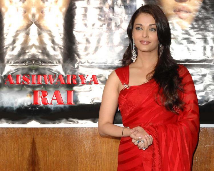 Aishwarya Rai Beautiful Wallpaper In Red Saree