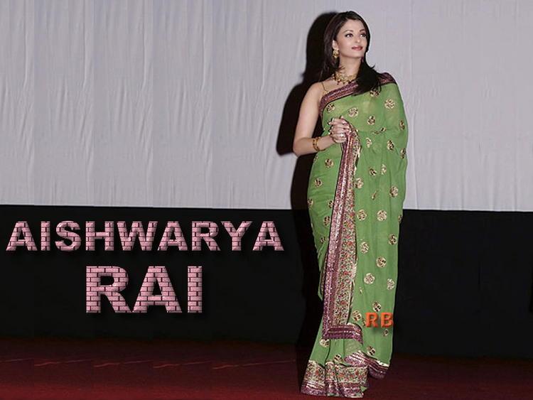 Aishwarya rai Looks Hot In Saree