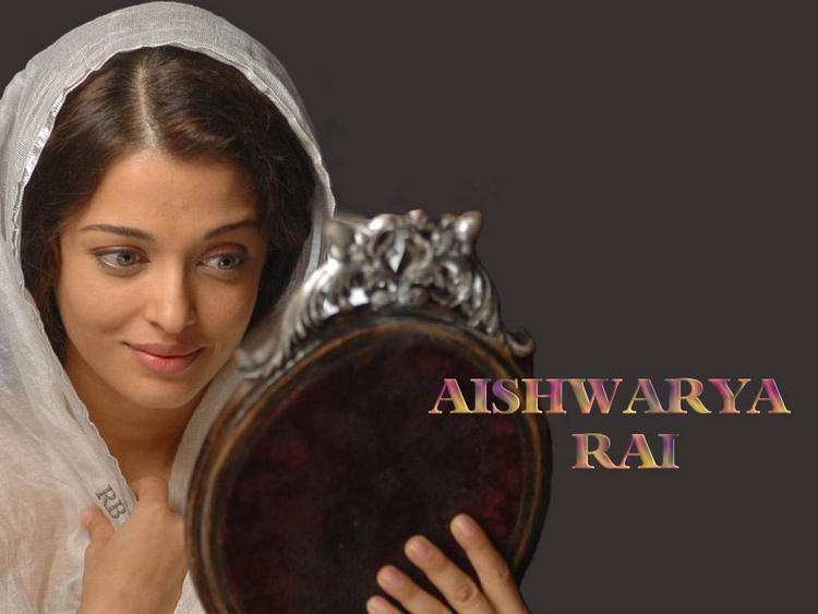 Aishwarya Rai Nice and Cool Looking Wallpaper