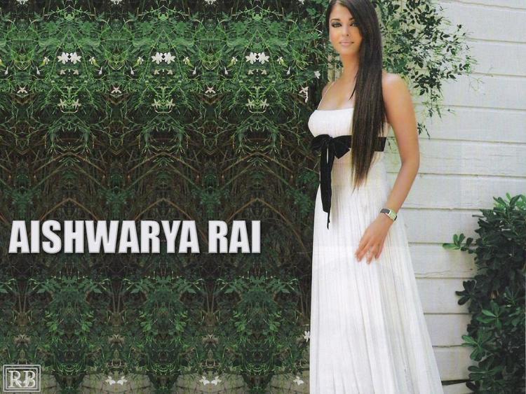 Aishwarya Rai Sizzling Wallpaper In White Gown