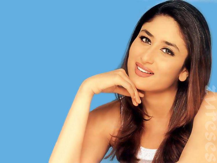 Kareena Kapooe Cool and Sweet Look Pic