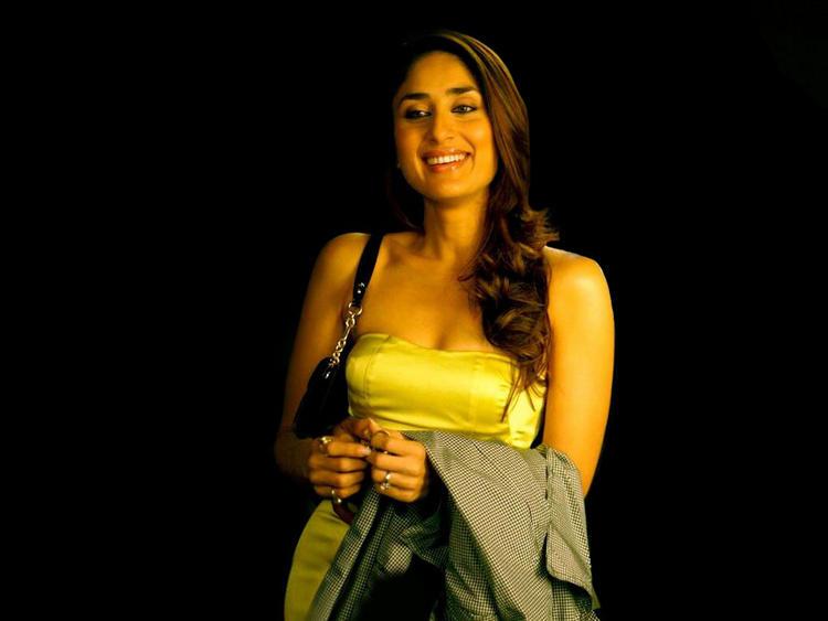 Kareena Kapoor Cute Smiley Look Pic