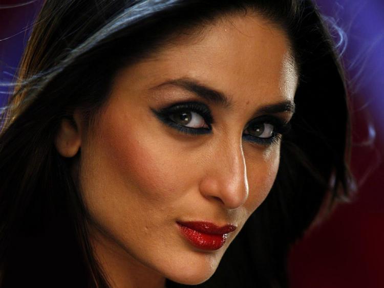 Kareena Kapoor Wet Face Look Still