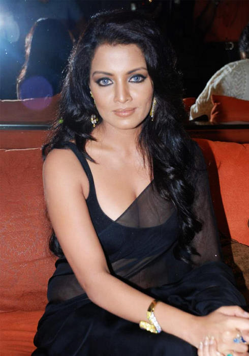 Celina Jaitley Looking Hot In Black Transparent Saree