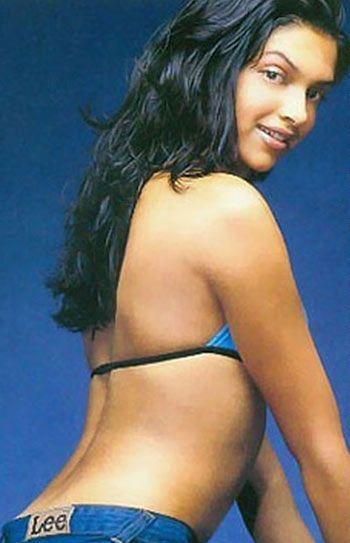 Deepika Padukone Sexiest Back Exposing Photo