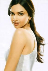 Deepika Padukone Sweet Romantic Face Look Pic