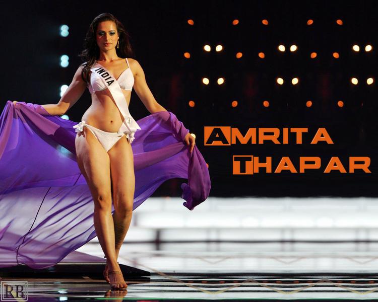 Amrita Thapar Spicy Figure Exposing Wallpaper