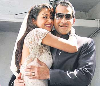Amrita Arora Cute Stunning Pic With Husband