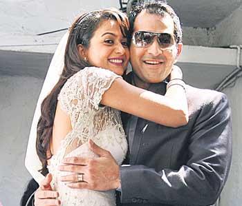 Amrita Arora Cute Stunning Pic With Husband