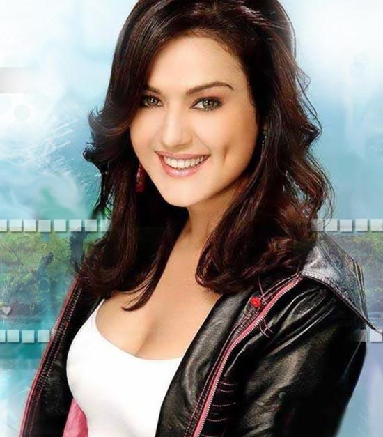 Preity Zinta Smiling With Dimple Show Wallpaper