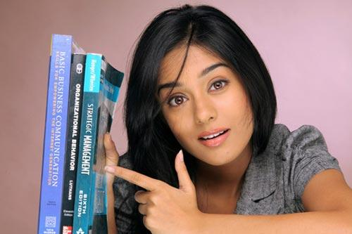 Amrita Rao Cute Look in Love U Mr Kalakaar Movie