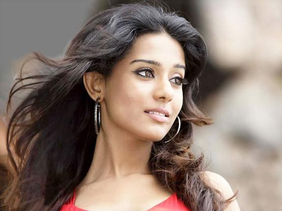 Amrita Rao Sexy face Look Pic