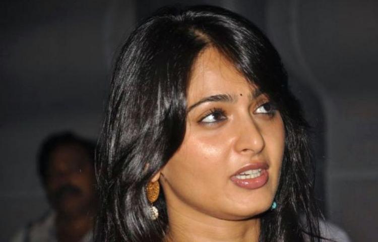 Anushka Shetty Glamour Pic