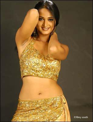 Anushka Shetty Hot Navel and Sexy Pose Pic