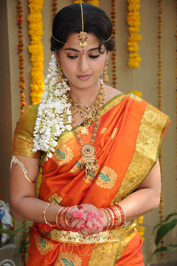 Anushka Shetty Sizzling Pic In Traditional Saree