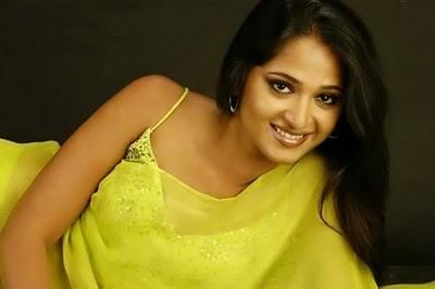 Anushka Shetty Sweet Sexy Look In Saree