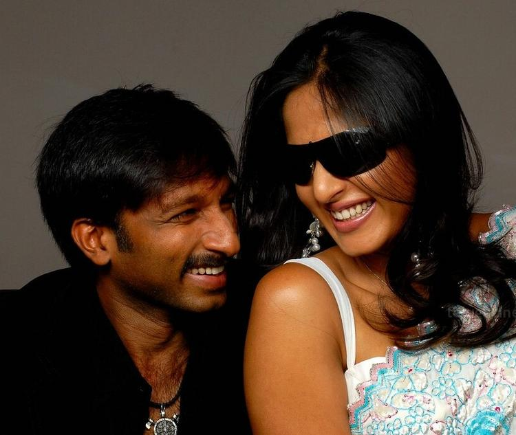 Gopichand and Anushka Sexy Photo