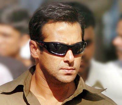 Salman Khan Wearing Goggles In Bodyguard