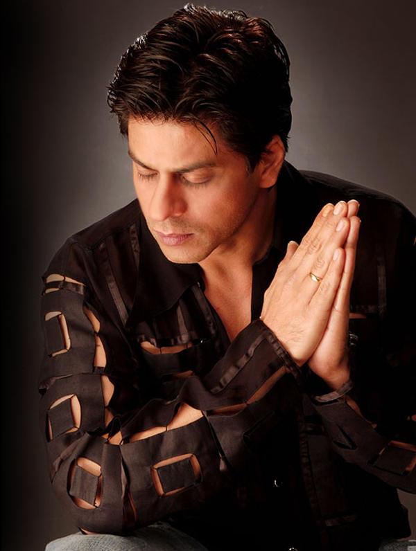 Shahrukh Khan Closing Eyes Hot Pic