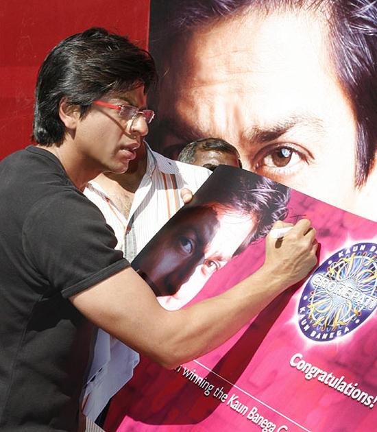 Shahrukh Khan Signature Pose Stills