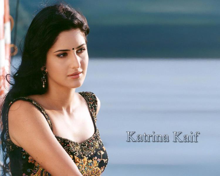 Katrina Kaif Nice Cool and Beautiful Look Wallpaper