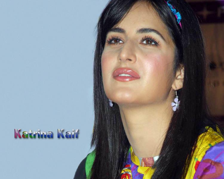 Lovely Actress Katrina Kaif Cute Look Wallpaper