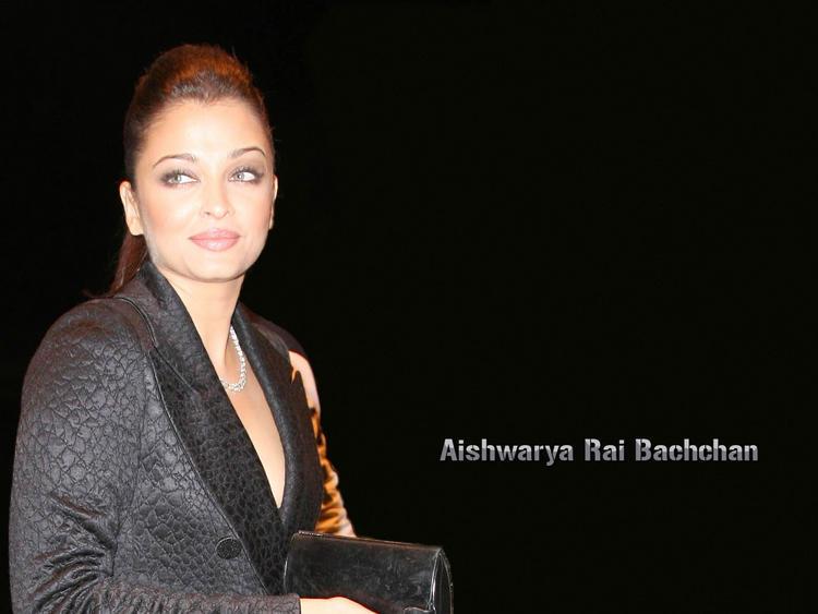 Aishwarya Rai Dazzling Look Wallpaper