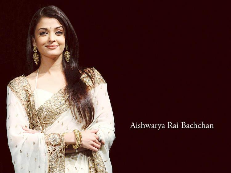 Aishwarya Rai Looking Very Gorgeous In Saree