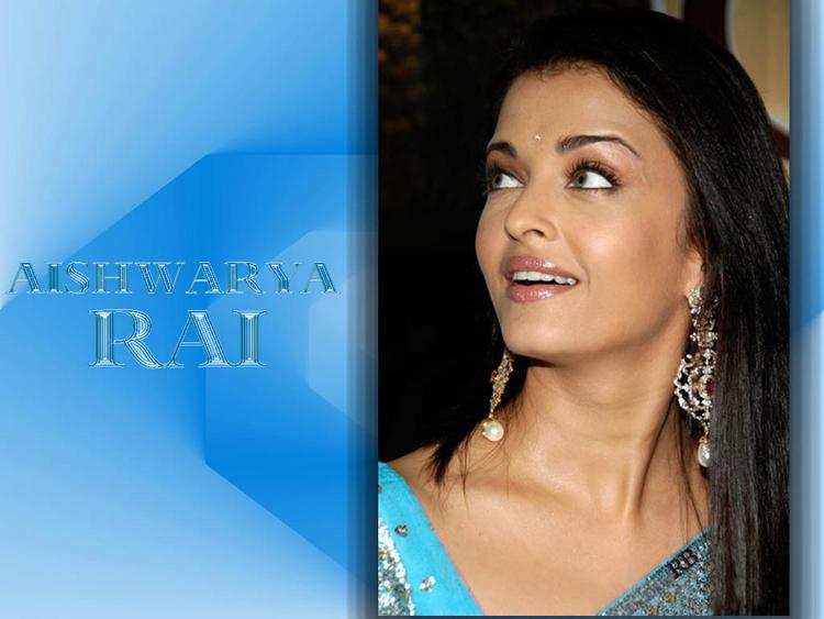 Charning Actress Aishwarya Rai Wallpaper