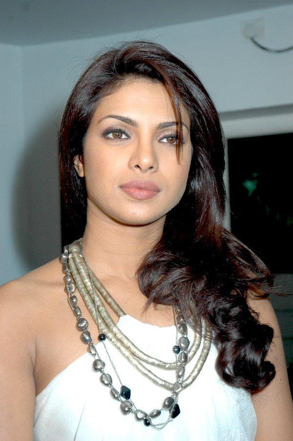 Priyanka Chopra Dazzling Face Look Glamorous Pic
