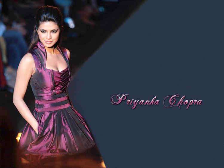 Priyanka Chopra Glamour Look Beautiful Wallpaper