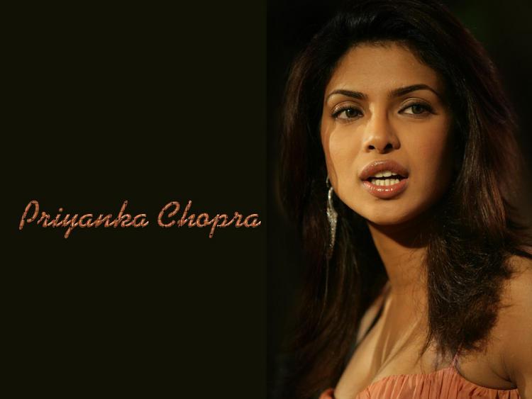 Priyanka Chopra Sizzling Face Look Nice Wallpaper