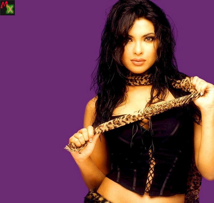 Priyanka Chopra Stunning Face Look With Hot Look Photo