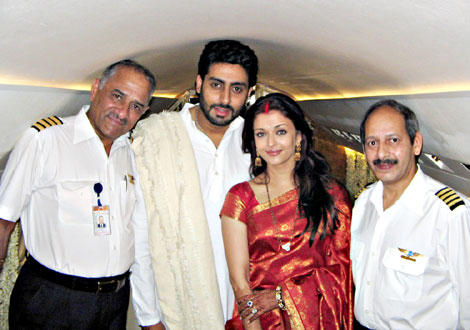 Abhishek Bachchan and Aish Poses In Jet