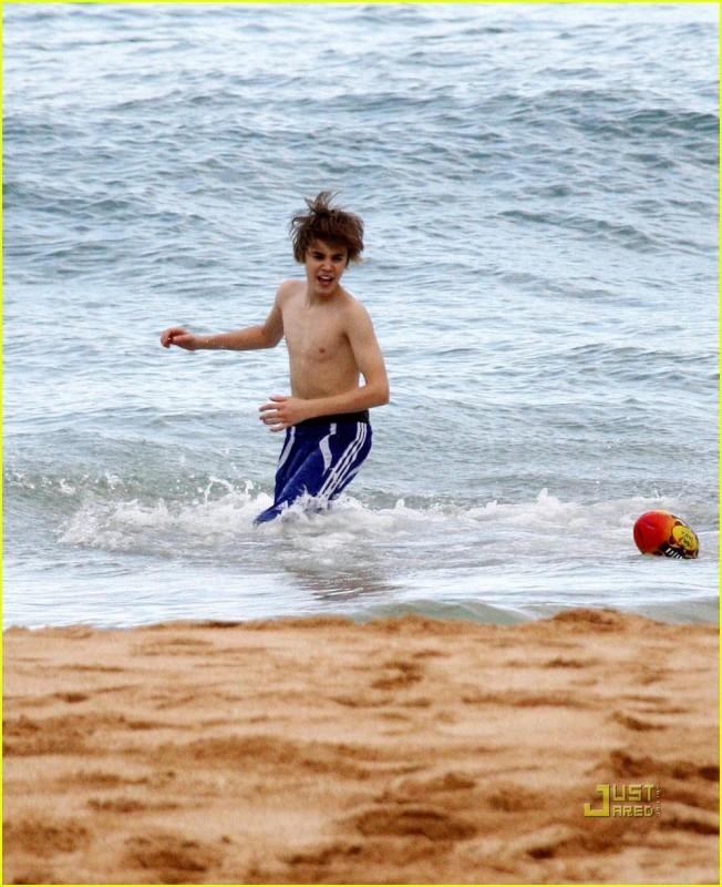 Justin Bieber Pics With No Shirt On The Beach