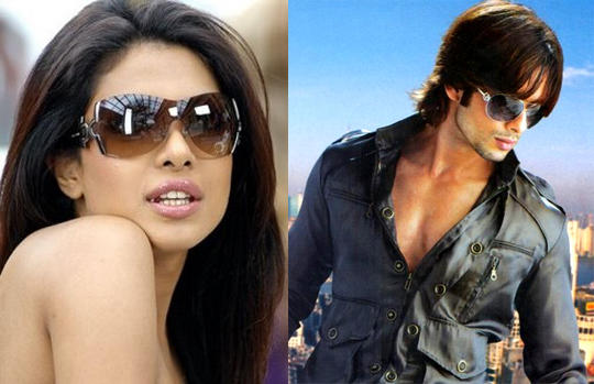 Priyanka Chopra And Shahid Kapoor Glamour Look Pic