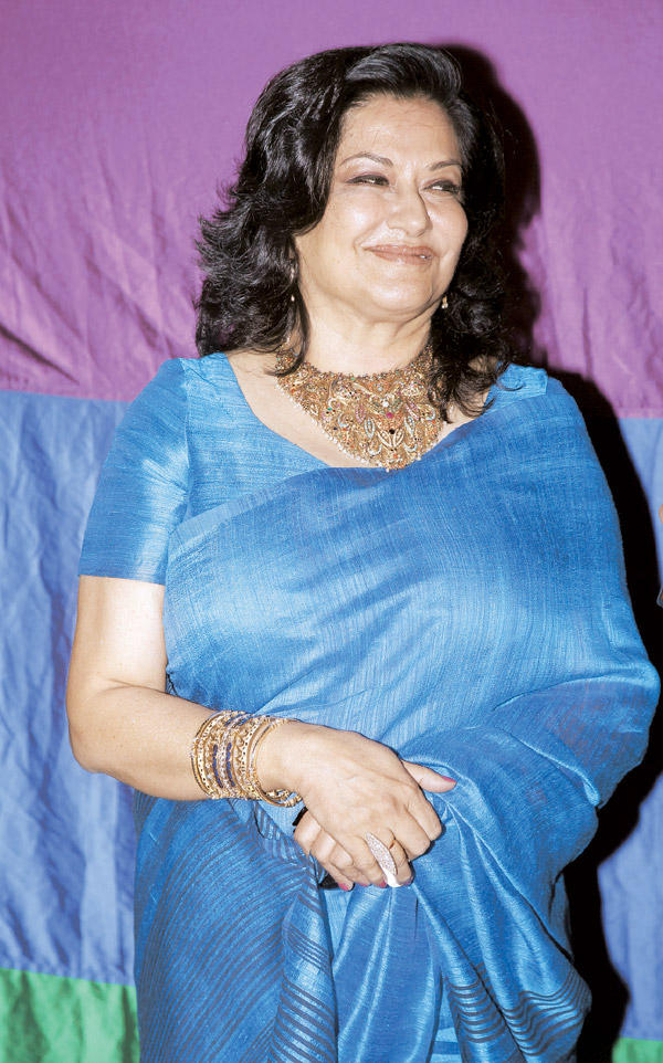 Moushumi Chatterjee Poses For The Shutterbugs