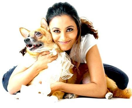 Rani Mukherjee Cool Look With A Dog